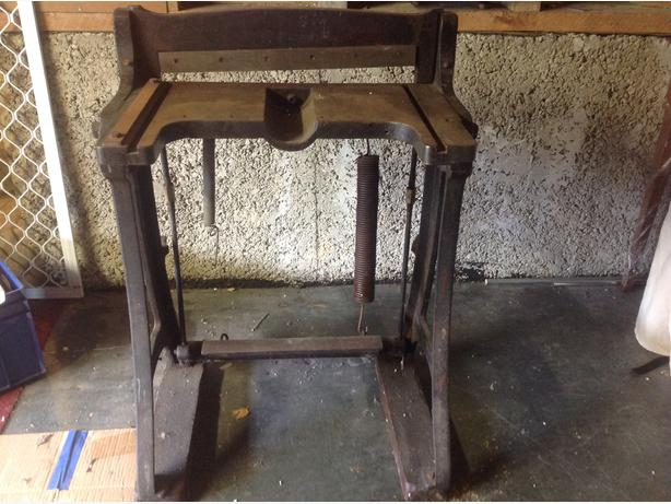 Metal cutting guillotine