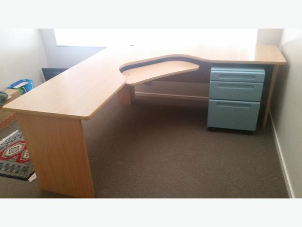 innovative design 99105 4bc25 Large L shaped desk with keyboard tray Tauranga, www