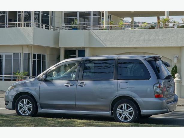 3600 $ SELF CONTAINED Mazda MPV 2004 215000km