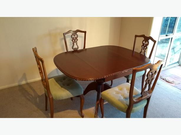Queen Anne Style Mahogany Dining Table and Chairs
