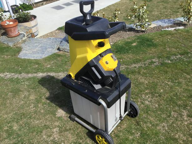 Electric chipper