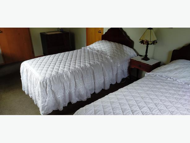 Pair Single Bedspreads