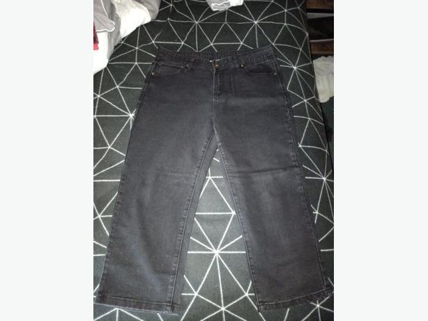 Black 3/4 Jeans