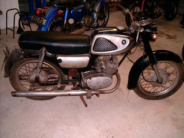 1964 Suzuki S32