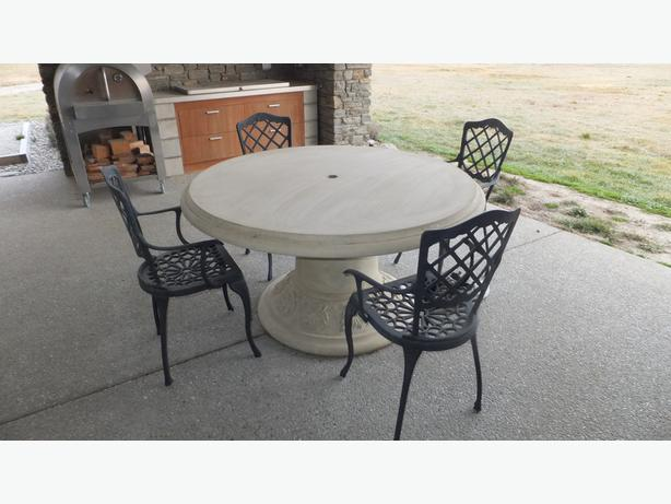 outdoor setting/outdoor table & chairs Queenstown, www