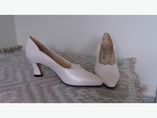 White Pearl Wedding Shoes Size 7 1/2