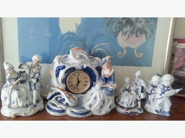 Beautiful Clock with Matching Ornaments