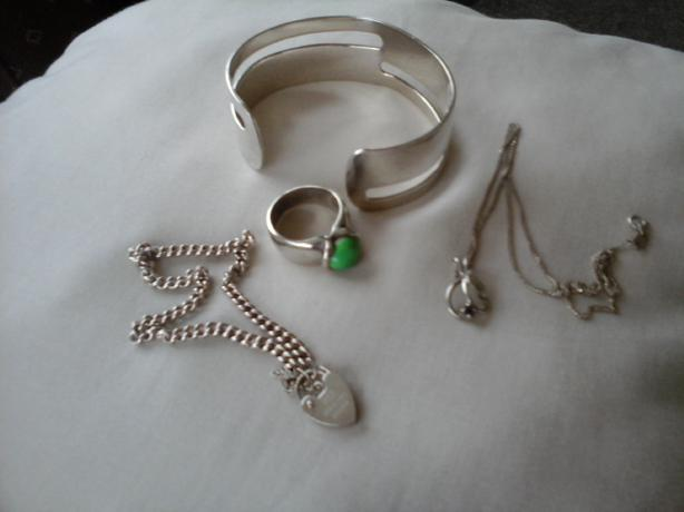 FOUR STERLING SILVER JEWELLERY ITEMS!