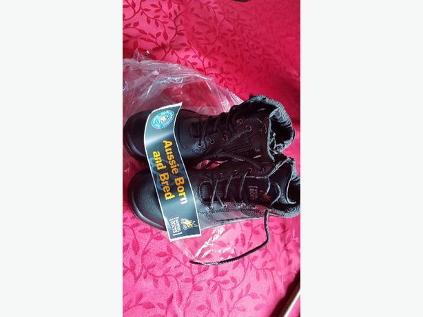 Mongrel steel toe zip boot