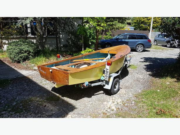 Heron sailing dinghy